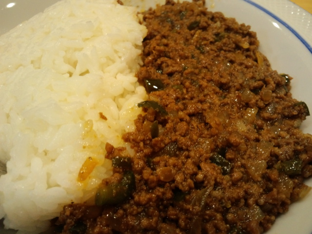 Keema Curry:Curried minced meat with vegetables.